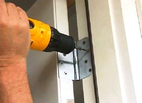 Cách khắc phục cửa gỗ bị xệ và cong vênh